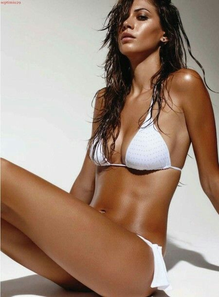 Cole bikini taylor Taylor Cole