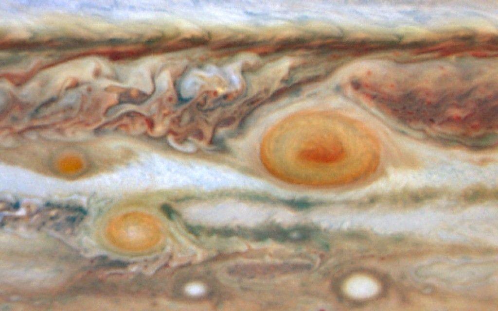 Três manchas vermelhas em Júpiter. Imagem obtida em 22 de Maio de 2008.