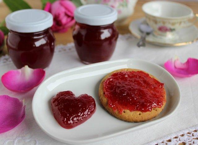 Denny Chef Blog: Confettura di rose profumate
