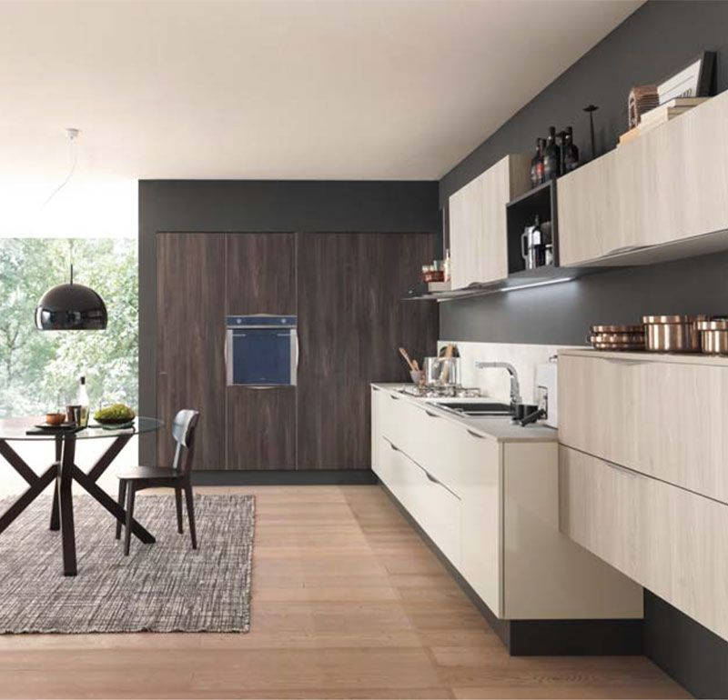 La cucina, in stile classico, è dotata di tutti i comfort