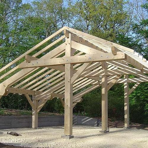 Auvent 2 Pentes Inegales Pour 2 Voitures Barn Construction Timber Frame Building Outdoor Patio Designs