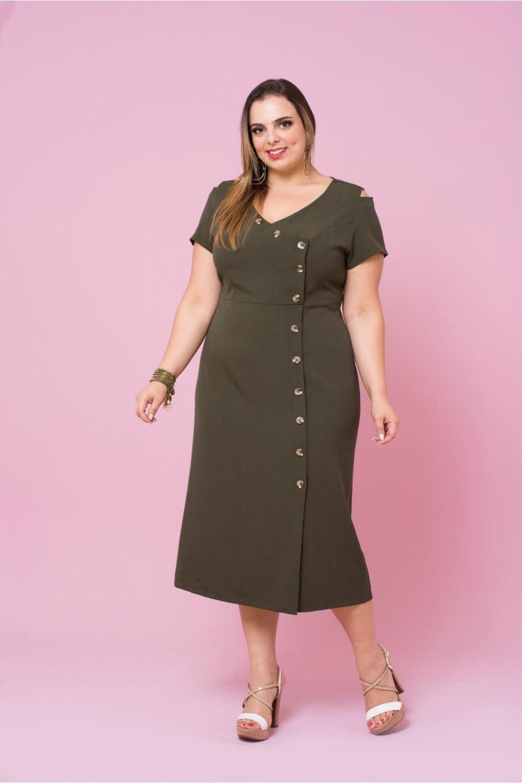 81ac6d01e Vestido de crepe liso, com decote v, lindo detalhe de botões no transpasse,  recorte na cintura e aberturas nos ombros, perfeito para este verão!