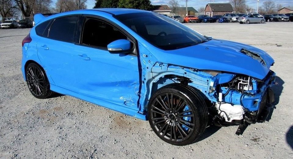 Wrecked Ford Focus Rs With A Salvage Title Is Surprisingly Costly Carscoops Ford Focus Rs Ford Focus Focus Rs