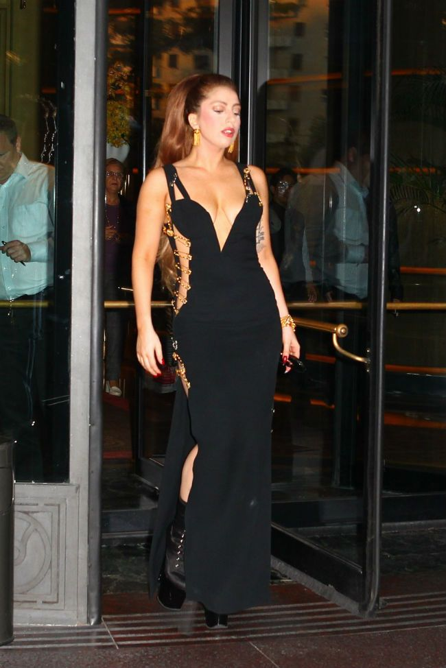 Lady Gaga V Elizabeth Hurley Who Wore This Versace Dress Best Lady Gaga Outfits Lady Gaga Fashion Lady Gaga
