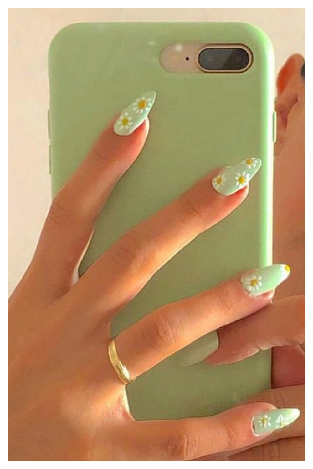 23 Green Aesthetic Nails Vintage