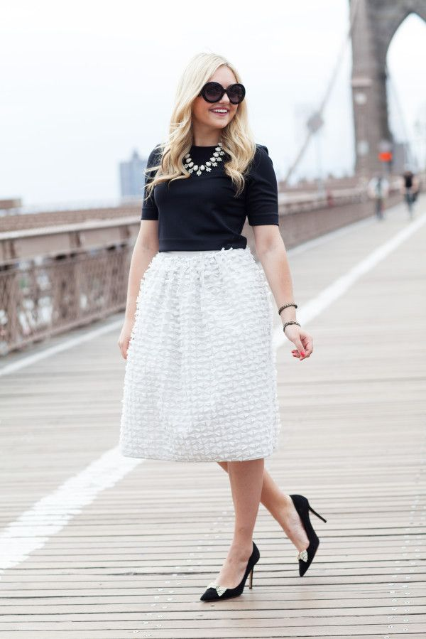 #Modest doesn't mean frumpy. #DressingWithDignity www.ColleenHammond.com Brooklyn Bridge in a Bow Skirt