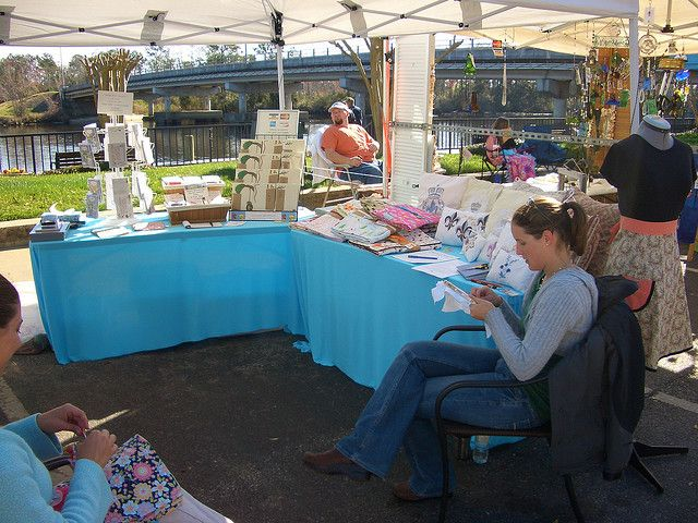 Great way to draw folks in... let them see you crafting in action! ♥ {craft booth setup}