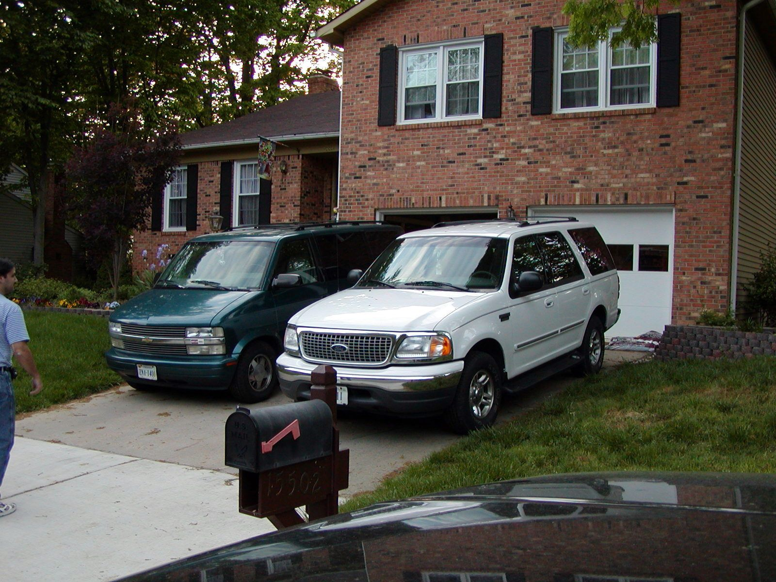 1999 Ford Expedition And 1995 Chevy Astro Van Vehicles