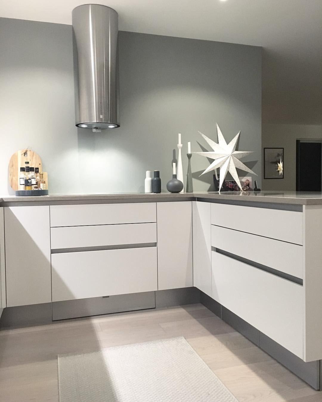 ➕Kitchen ➕ #kitchen #kitchendesign #houzz #interiordesign #homeinspo #interior #ingerliselille_inspo #hth #vh7 #jotun #gråharmoni #nordicminimalism #mitinspo @mitlyse #immyandindi #interior4all  #dittlillehjerterom @mittlillehjerte #charminghomes #whiteinterior