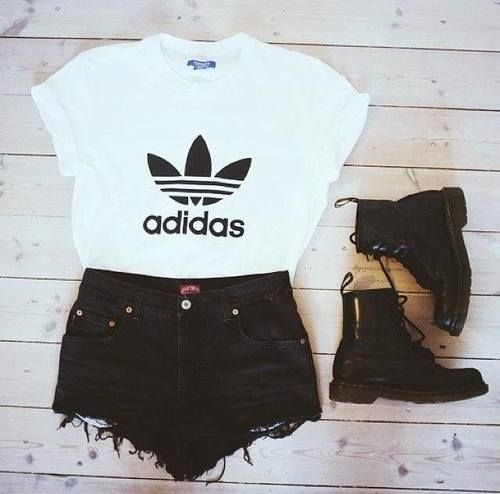 Cute Sumer Outfit And I Love The Boots With Those Shorts With