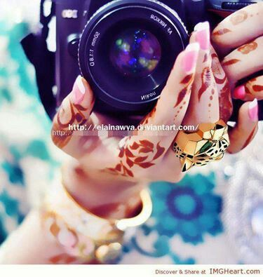 Pin By Aimen On Dpzz Girls With Cameras Girl Hand Pic Girl Photography Poses
