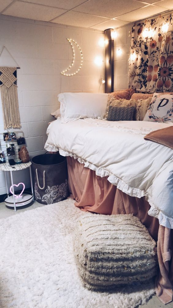 15 Cute Dorm Room Decor Ideas That Will Transform Your Room Maggie Accardo Dorm Room Designs Dorm Room Decor Dorm Room Inspiration