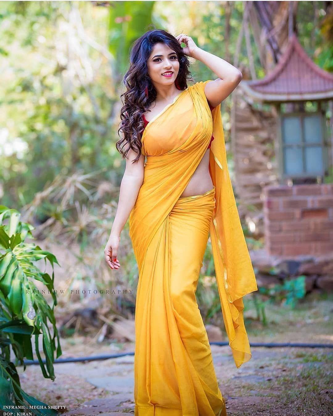 Saree hot girls pics in Hot Indian
