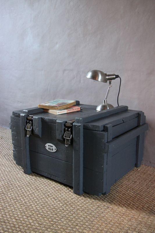 caisse militaire table de chevet caisses militaire. Black Bedroom Furniture Sets. Home Design Ideas