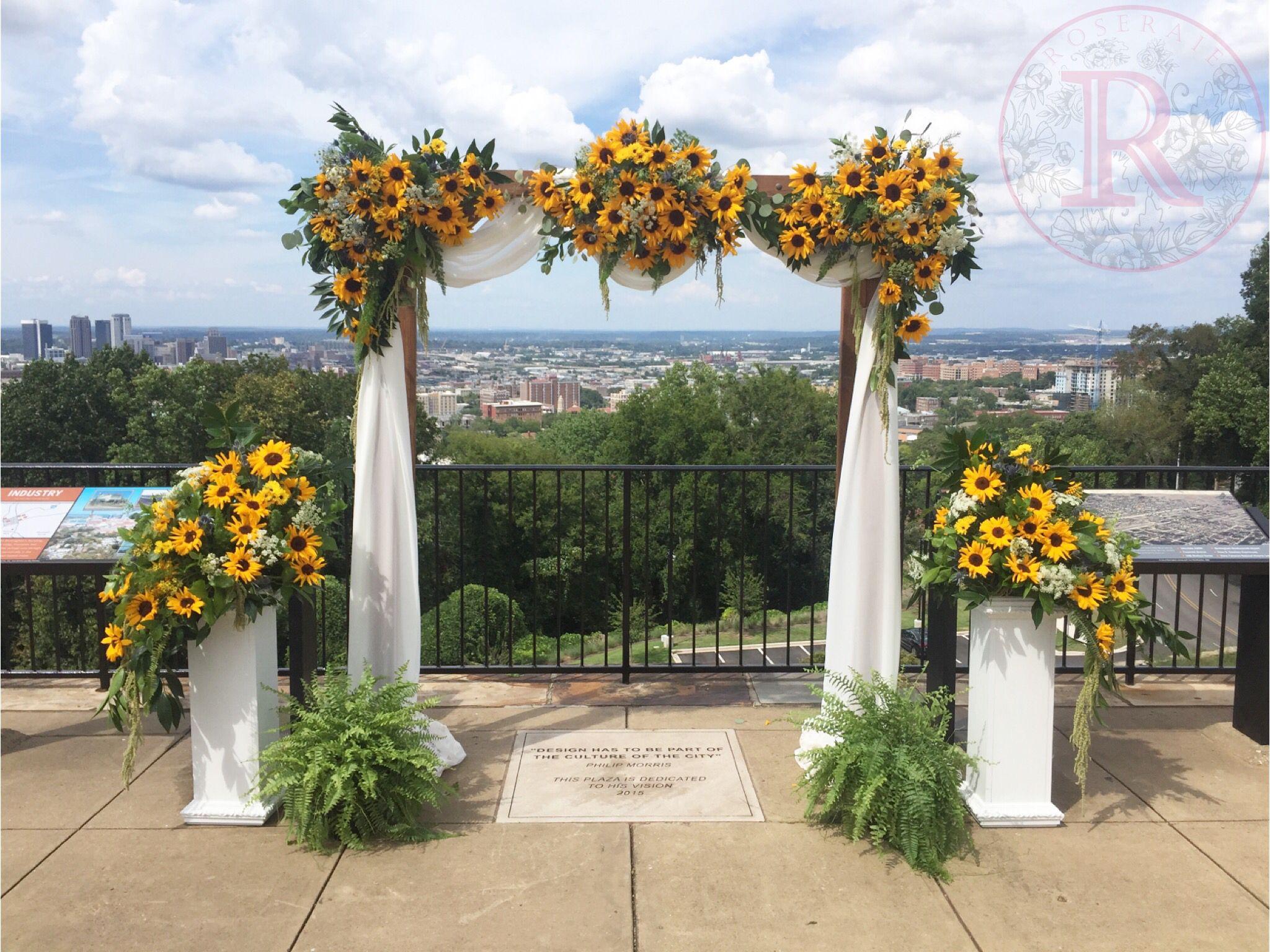 Sunflower Wedding Flowers By Roseraie Floral Design Fall Sunflower Weddings Wedding Flowers Sunflowers Sunflower Wedding Decorations