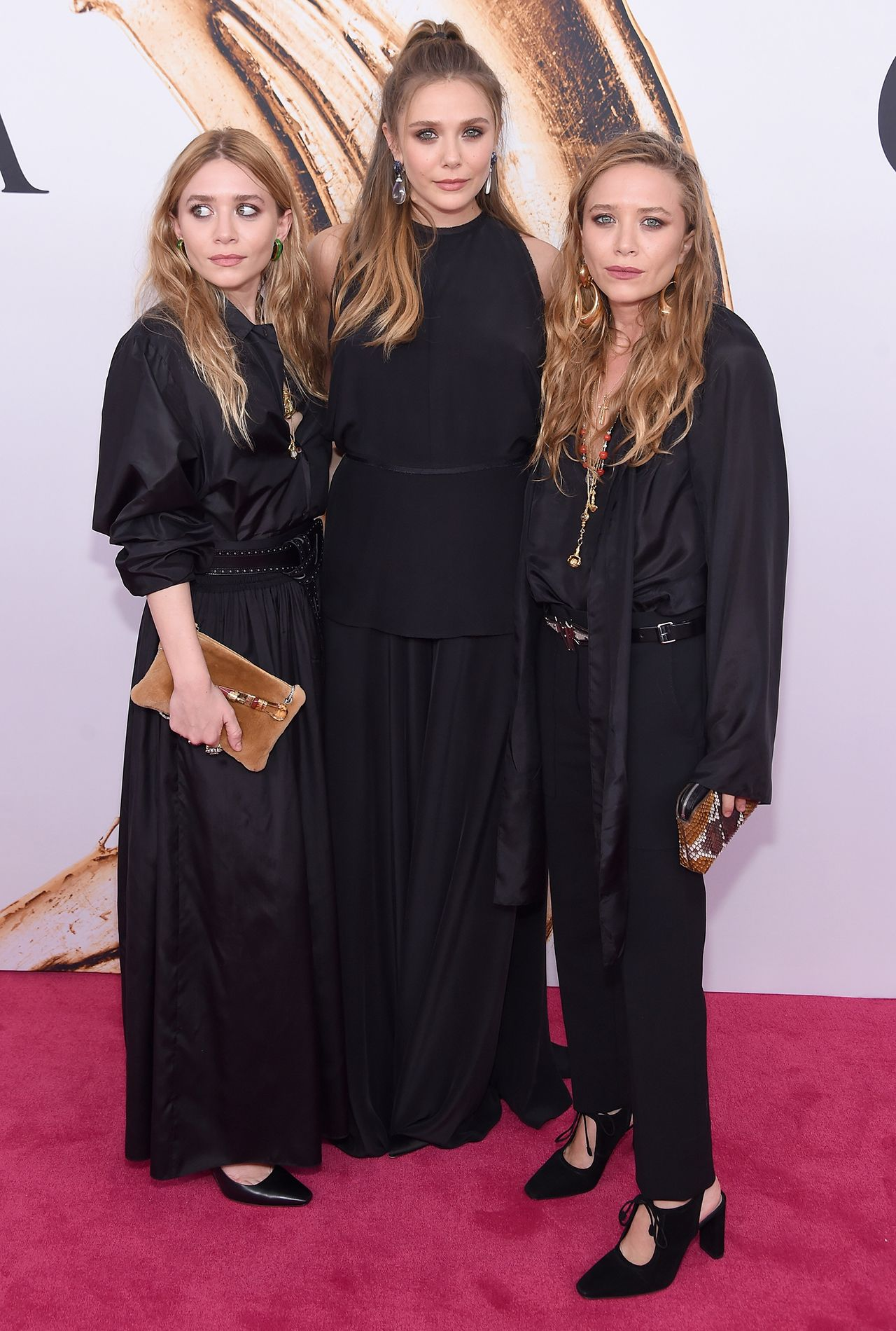 Mary Kate And Ashley Olsen Attend Rare Outing With Sister Elizabeth Check Out The Pics Olsen Twins Style Ashley Olsen Style Mary Kate Olsen