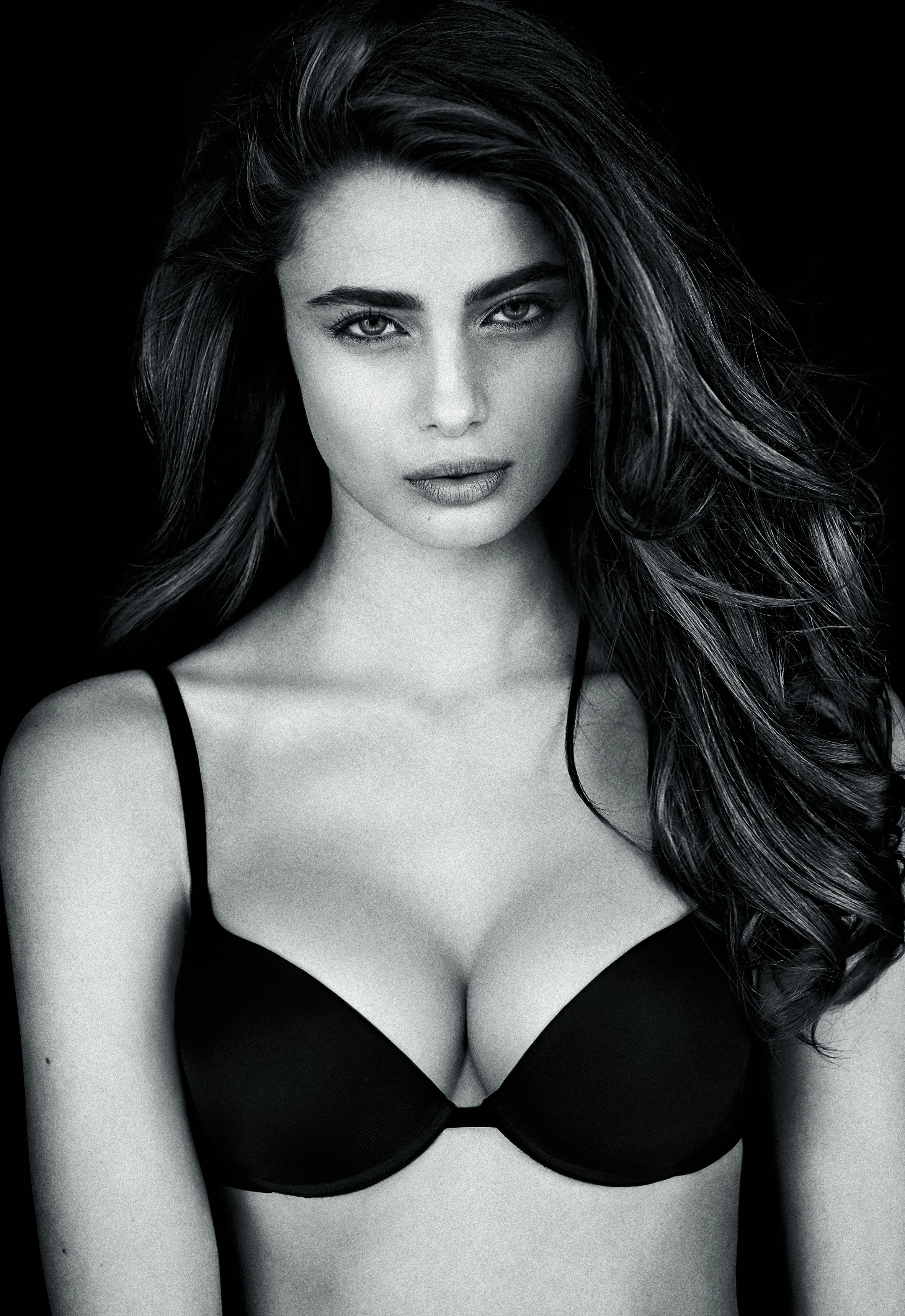 SIMONA - Push-Up - Super Sexy Taylor Hill by Raphael Mazzucco