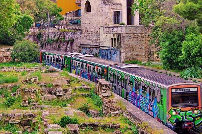 Athenes 81 Le Chemin De Fer Le Long De L Agora Places To Go