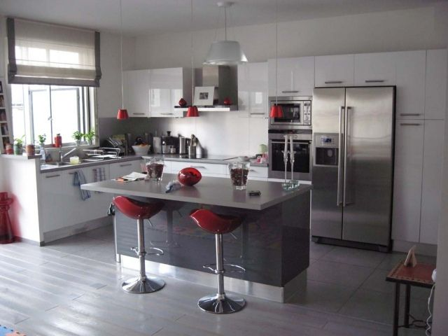 Cuisine grise profitez espace moderne - 23 idées sympas Pinterest - Photo Cuisine Rouge Et Grise