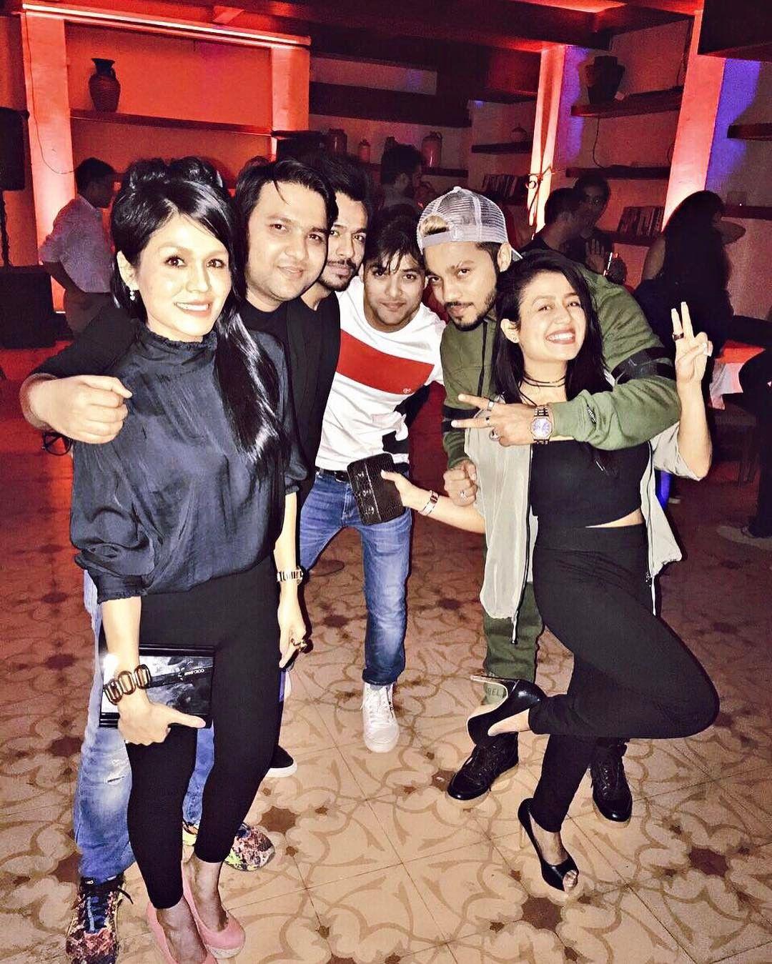Akkar Bakkar Kakkar Raa Raa Raftaar Nehakakkar Sonukakkarofficial Tonykakkar Dnhartists Family Positive Blessed Peace Neha Kakkar Singer Selfie