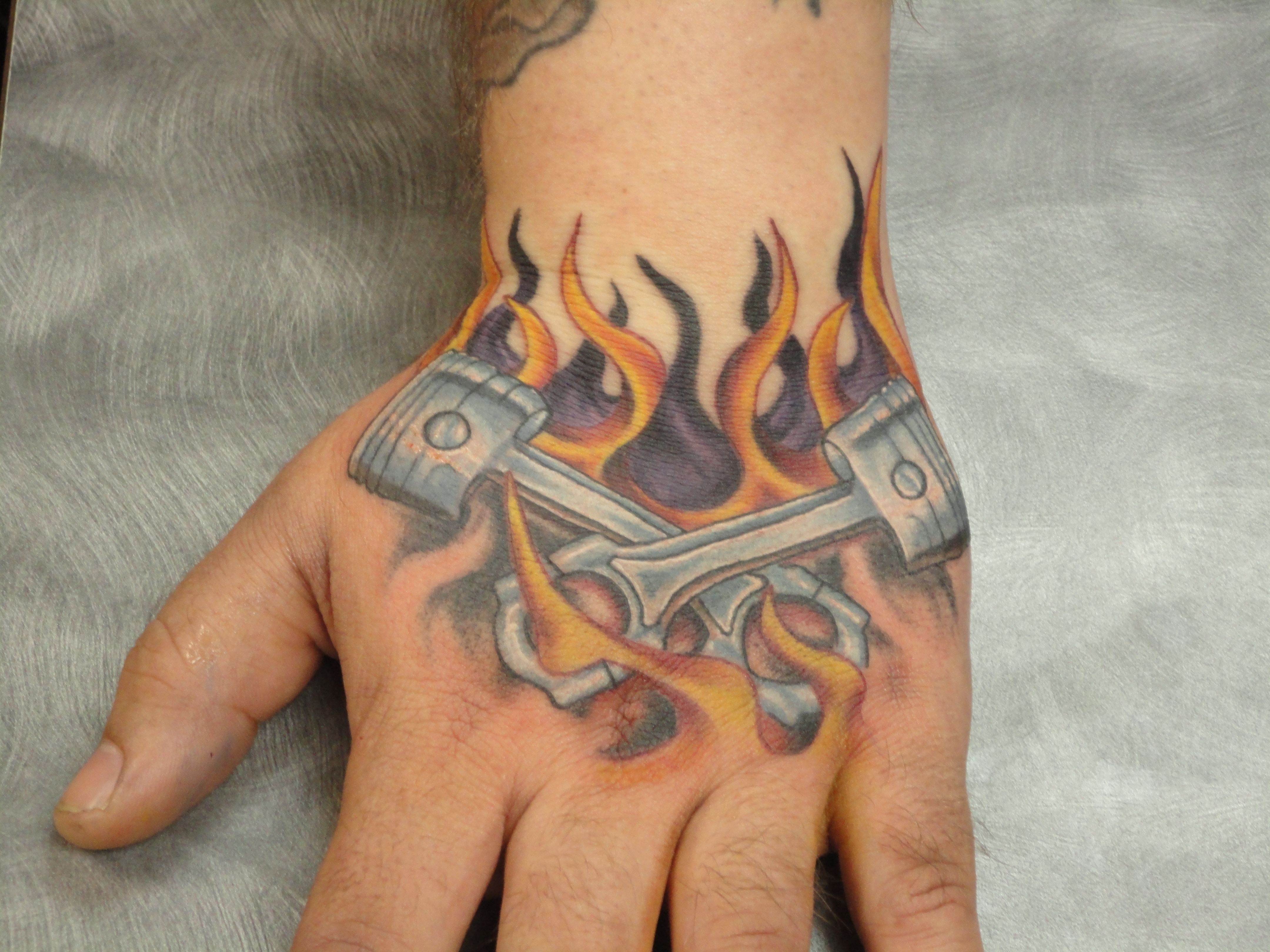 hand tattoo pistons and flames aron taylor tattoos pinterest tattoo piston tattoo and tatoo. Black Bedroom Furniture Sets. Home Design Ideas