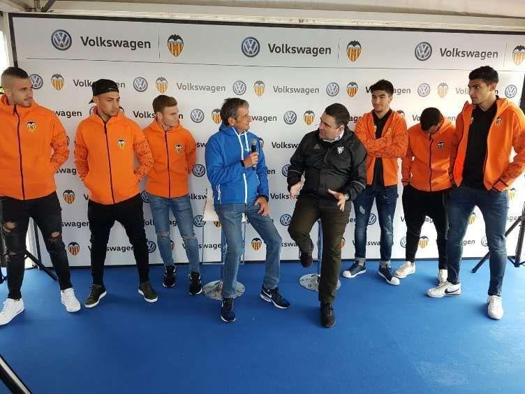 Los jugadores del Valencia CF se someten al reto de Volkswagen