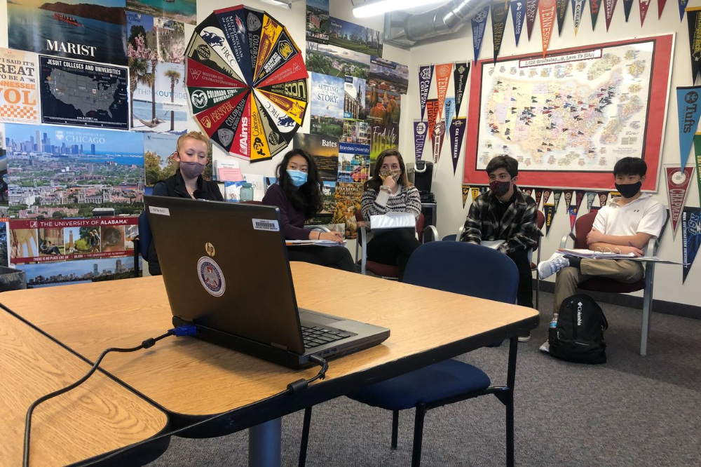Schools Are Trying New Ways To Get Seniors Interested In College Including A Virtual Visit In 2020 Financial Aid For College High School Seniors Financial Aid