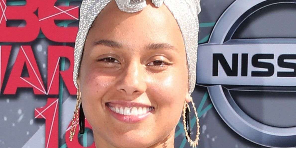 Alicia Keys Has Stopped Wearing Makeup What Do You Think R Celebs Alicia Keys Makeup Face Shapes