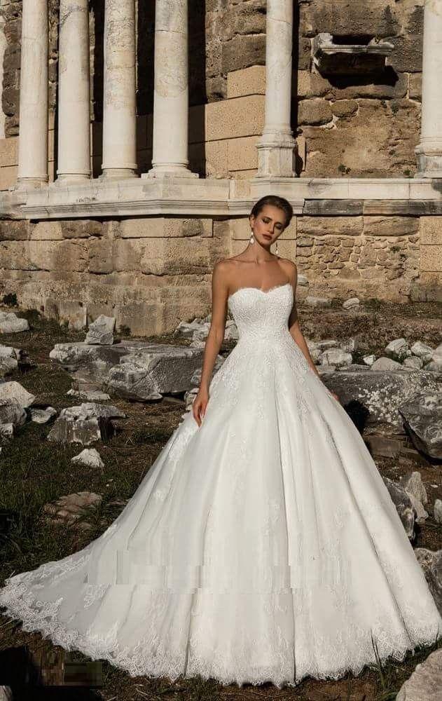 Pin di Claudia Alderigi su abito da sposa cercasi...  57e9e4a7c2f