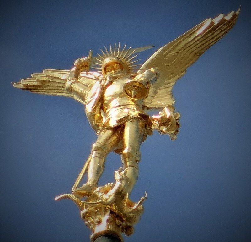 Archange Saint Michel Au Sommet De La Fleche De L Abbaye Du Mont Saint Michel St Michael Lion Sculpture Statue