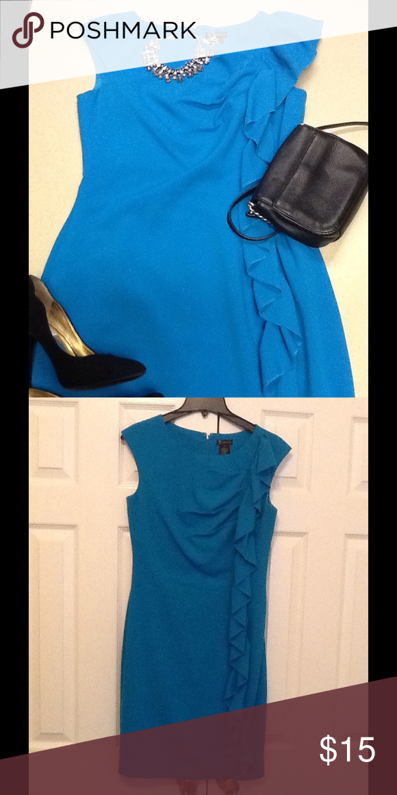 Beautiful dress fully lined🎀💕 This is a beautiful blue dress with ruffle down one side, fully lined💕 Dresses Midi