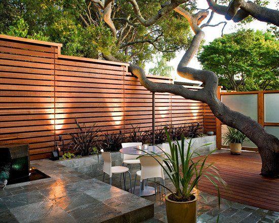 Gartenzaun Holz Latten Sichtschutz Terrasse Steinplatten Baum