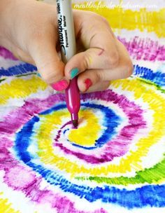 No mess and no dye needed for this DIY Sharpie pen tie-dye shirt!