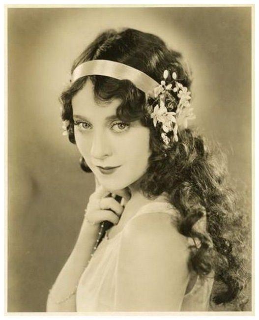 Real 1920s long hair=cray … | 1920s long hair, 1920s hair ...