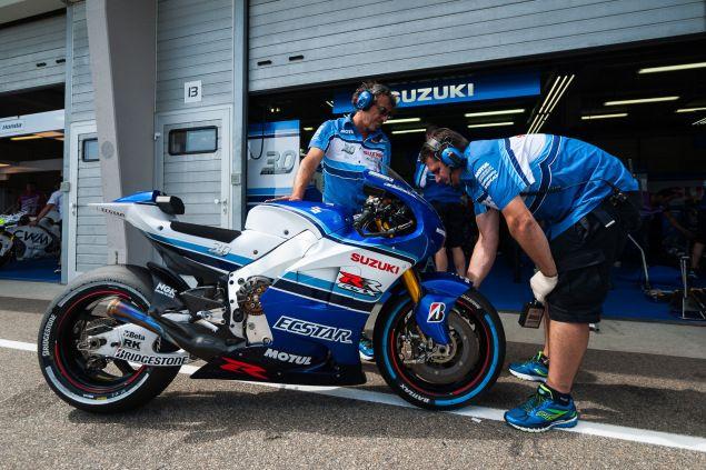 Suzuki MotoGP Bike | Like The Old School Color/Graphics
