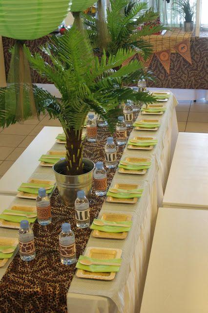 Safari table set up sweet as september 2013 safari jungle party theme safari jungle party for Deco table jungle