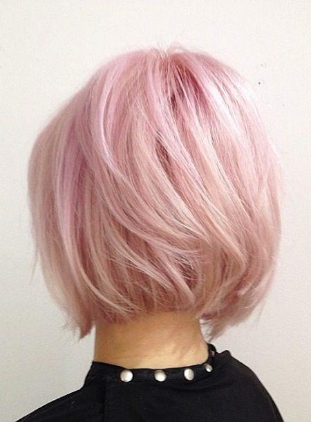 Color rosa pastel en pelo corto