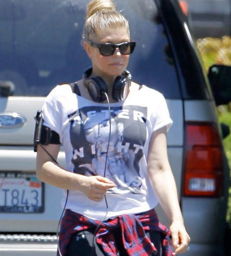 FERGIE CORRE CON LA CAMISETA DE GRACE JONES