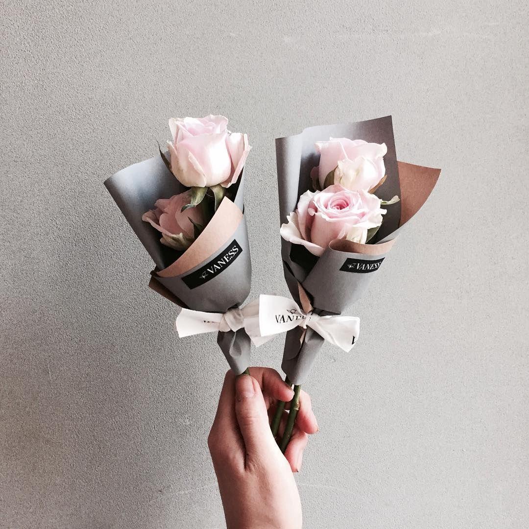 . Lesson Order Katalk ID vaness52 E-mail vanessflower@naver.com . #vanessflower #vaness #flower #florist #flowershop #handtied #flowergram #flowerlesson #flowerclass #바네스 #플라워 #바네스플라워 #플라워카페 #플로리스트 #꽃다발 #부케 #원데이클래스 #플로리스트학원 #화훼장식기능사 #플라워레슨 #플라워아카데미 #꽃수업 #꽃스타그램 #부케 #花 #花艺师 #花卉研究者 #花店 #花艺 . . 귀요미 학생둘에게준 귀요미