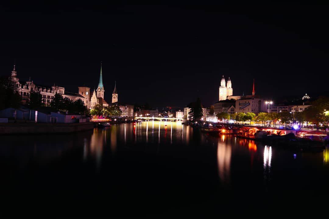 Zürich Weihnachtsbeleuchtung.View Of The Limmat From Quaibrücke Zürich Schweiz Switzerland