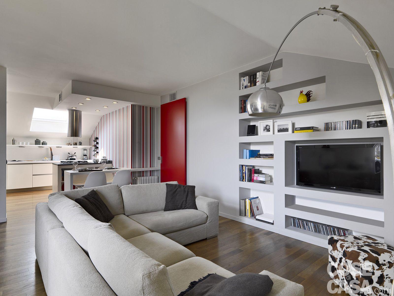 Vivere in mansarda nuovo look per la casa sottotetto for Living con camino