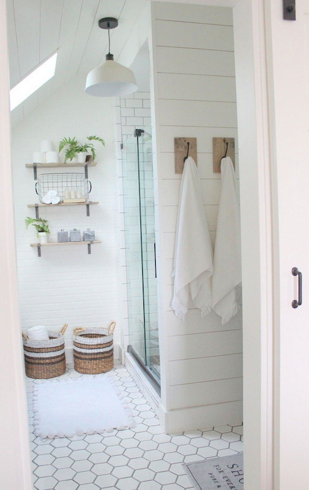 Awesome 60 Modern Farmhouse Small Bathroom Remodel Decor Ideas ...