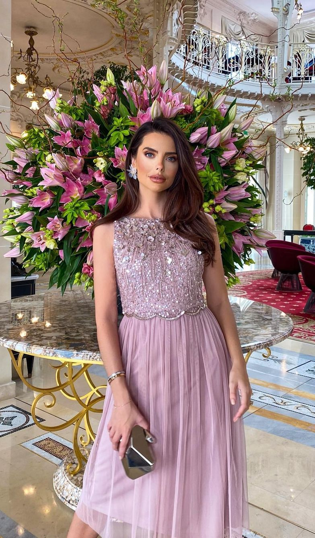 40 Beautiful Summer Wedding Guest Dresses You Ll Want To Copy Wedding Guest Dress Summer Summer Wedding Dress Summer Wedding Outfits [ 1337 x 783 Pixel ]