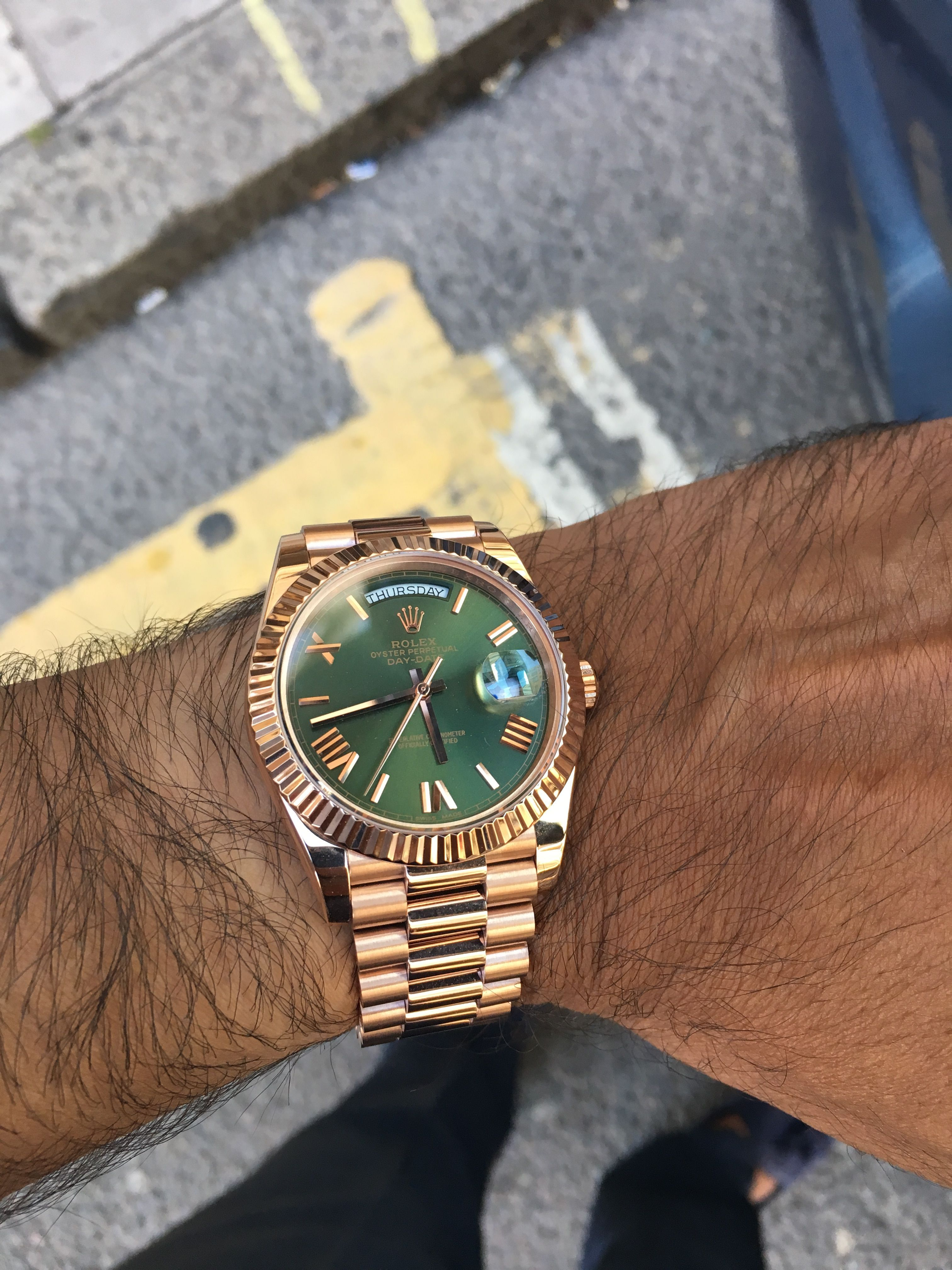 Rolex Day,Date 40. Everose Gold. Olive green dial. Reference