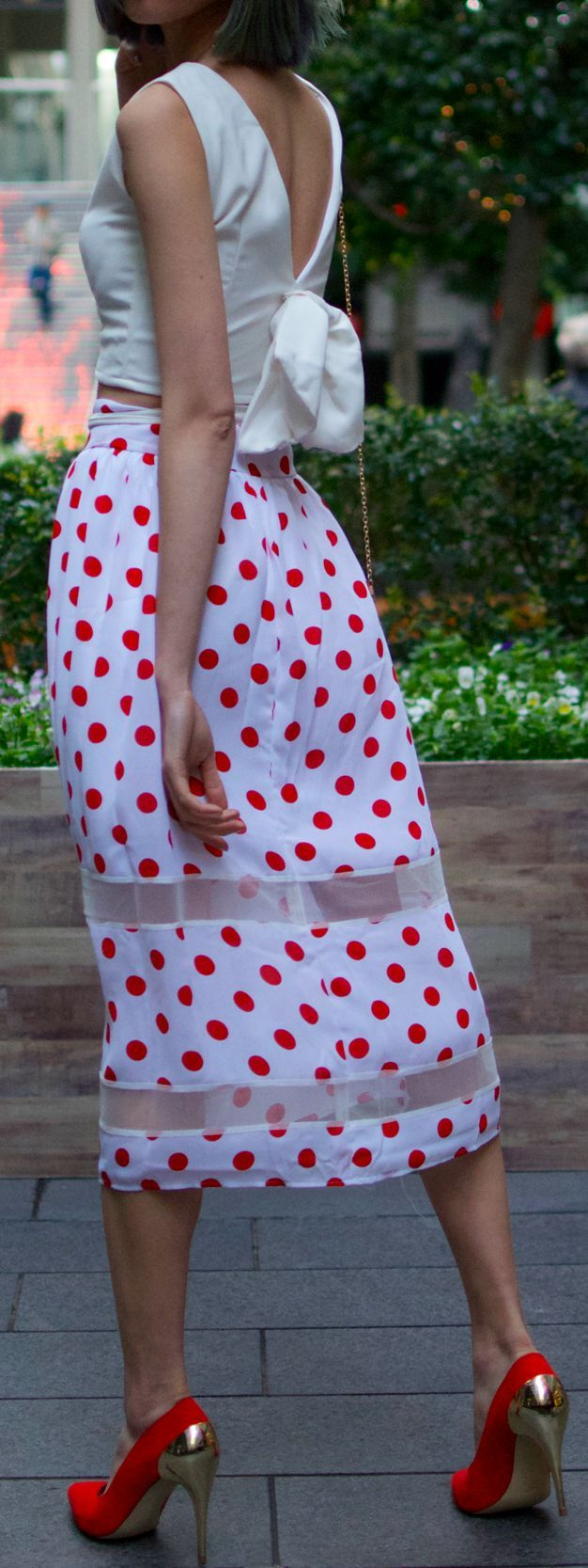 a touch of vintage in this red polka dot midi skirt <3 #love