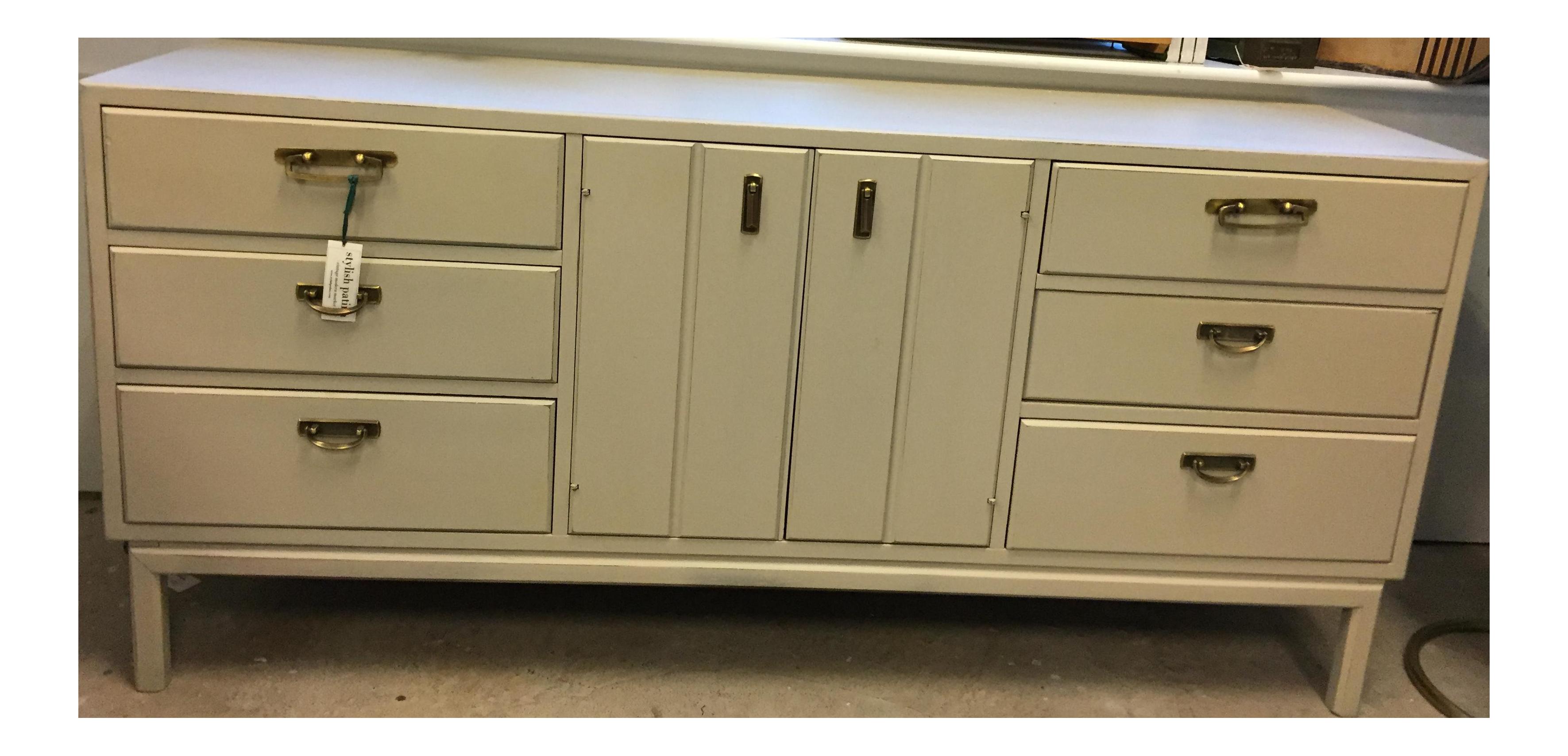 Best Broyhill Long Mid Century Modern Tan Dresser Credenza On 400 x 300