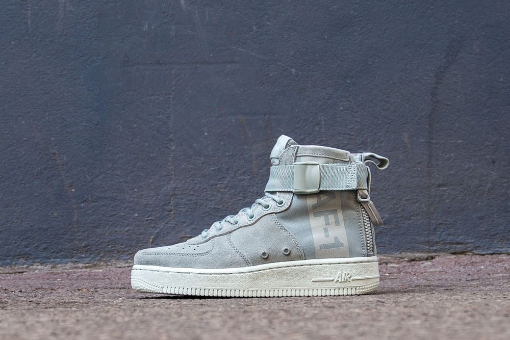 NIKE W SF AIR FORCE 1 MID  d3ed28f12