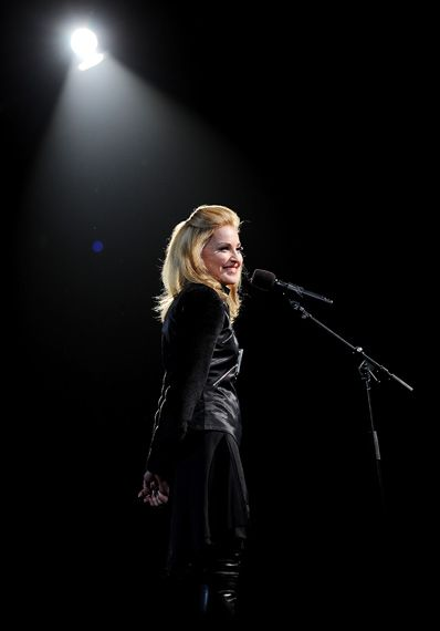 Madonna On Stage Presenting The Michael Jackson Tribute At The 2009 Mtv Video Music Awards At Radio City Music Ha Mtv Mtv Video Music Award Video Music Awards