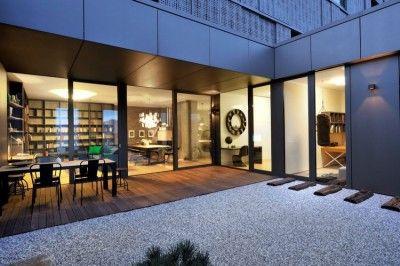 Appartement contemporain noir et bois