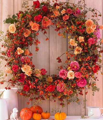Photo of Herbstkranz aus Apfelrosen, Hundsrosen und Büschelrosen